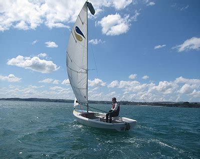 catamaran hire cornwall learn to sail polkerris beach