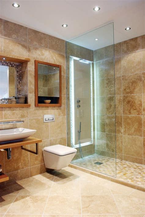 dusch fliesen designs für kleine badezimmer idee aufbewahrung badezimmer