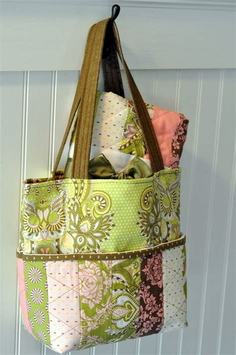 Handmade Bag Tutorial Free - expandable tote bag free sewing tutorial by