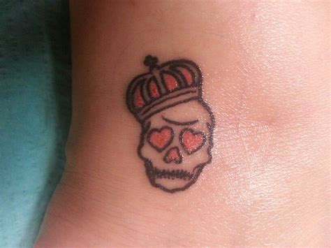 girly crown tattoo designs skull with crown tats gotta get that ink