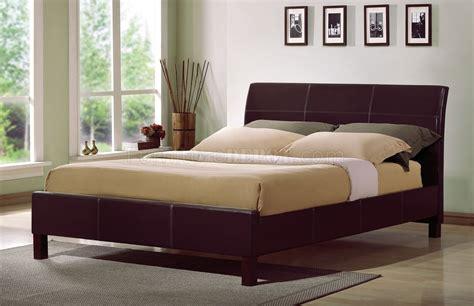 rich merlot finish contemporary bedroom w platform bed