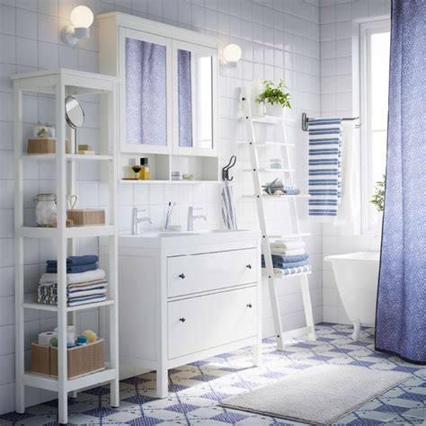 ikea hemnes badezimmer regal ein wei 223 es badezimmer mit hemnes waschbeckenschrank mit 2