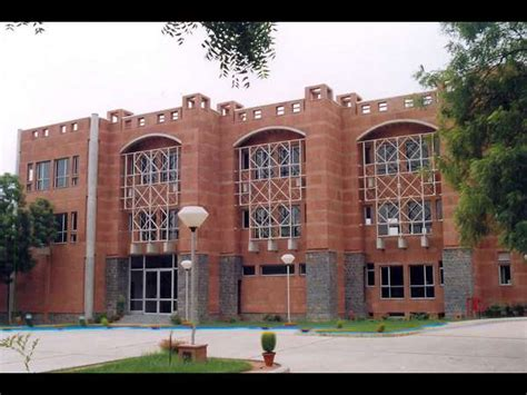 Jamia Mba Entrance by Jamia Hamdard Offers Mba Admission 2014
