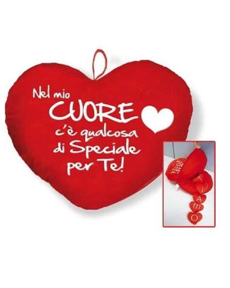 cuscini con scritte cuscino cuore ti amo con scritta idea regalo san valentino