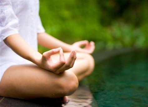imagenes relax yoga 7 posiciones con los dedos de tus manos que te ayudar 225 n a