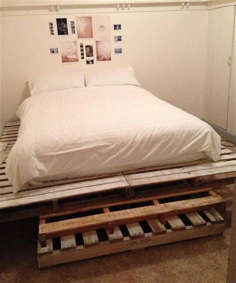 pallette bed king size pallet bed pallet furniture diy