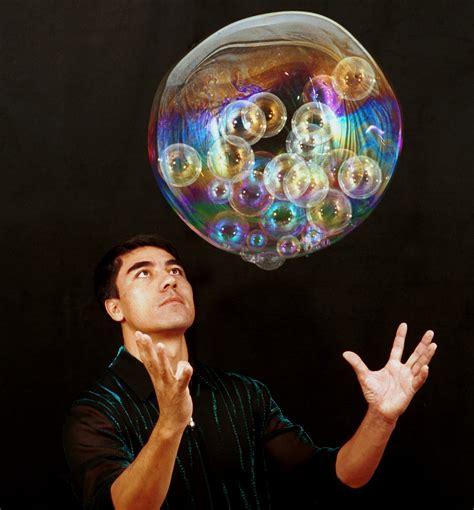 fan yang bubble show the art of mind blowing bubbles now beautifulnow