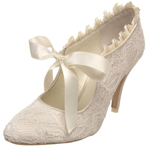 vintage bridal shoes menbur vintage lace and a pretty