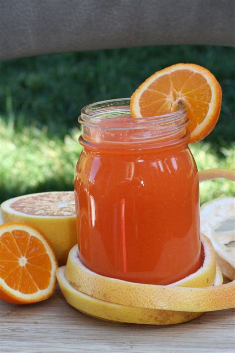 Pineapple And Grapefruit Detox by 100 Carrot Juice Recipes On Detox Juice Diet