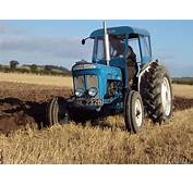 Fordson Super Dexta BNL 232B Ploughingjpg
