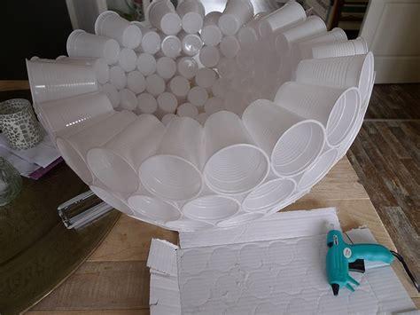 palla di bicchieri di plastica lade fai da te idee low cost per illuminare la casa