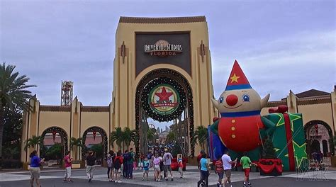 universal studios 2014 christmas and holiday decorations