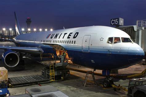 united baggage file united airlines b763 n651ua jpg wikimedia commons