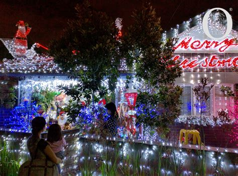 solo travel guide for christmas in sydney kiss from the