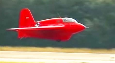 worlds  flying    rocket powered aircraft