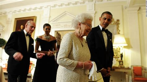 obama s michelle obama wears oscar de la renta for queen lunch