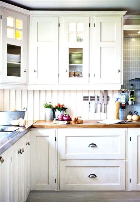 white kitchen cabinet handles