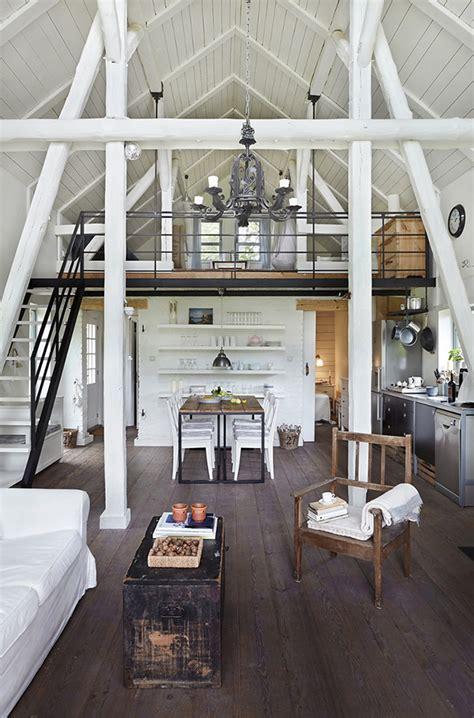 poolse cottage met een industrieel interieur door welkenl