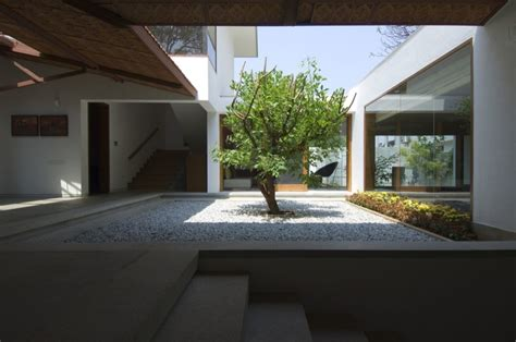 house plans with courtyards in center