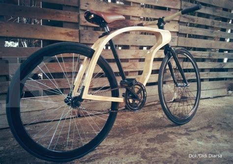 Lu Karet Sepeda mengayuh untung dari sepeda limbah kayu