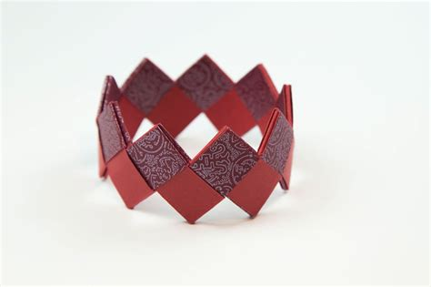 How To Make A Paper Wristband - how to make a beautiful origami bracelet