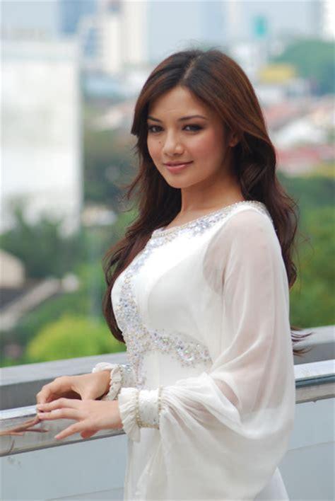 sexy neelofa pilihan  artis malaysia hari