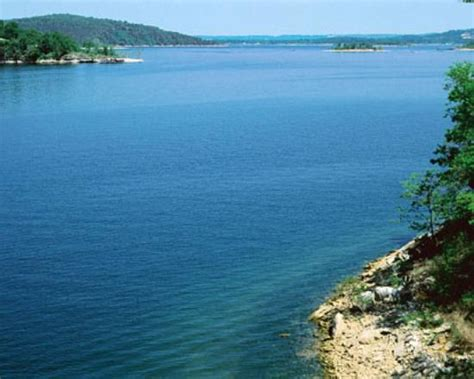 look at that blue water picture of table rock lake