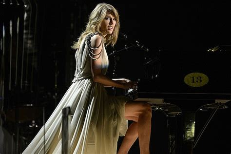 best taylor swift songs on piano taylor swift plays piano in the giver