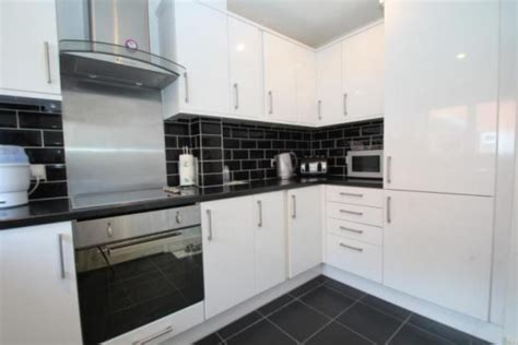 Hanbury Home Improvements Ltd: 100% Feedback, Kitchen