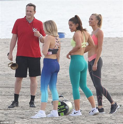 vince vaughn family vince vaughn films fighting with my family on the beach