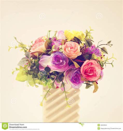 platic bloemen plastic bloemen voor decoratie stock foto afbeelding