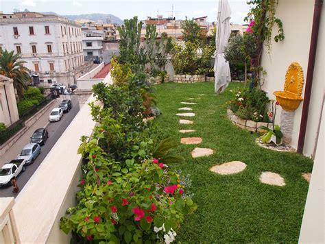 giardino con fiori idee giardino piccolo giardino sulla terrazza con un