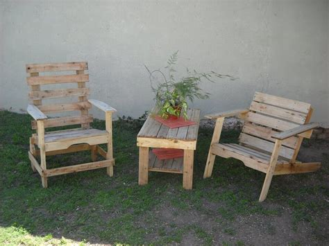 Reclaimed Pallet Furniture by Reclaimed Pallet Patio Furniture Set 99 Pallets