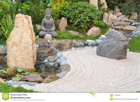 piccolo giardino giapponese piccolo giardino giapponese fotografie stock libere da