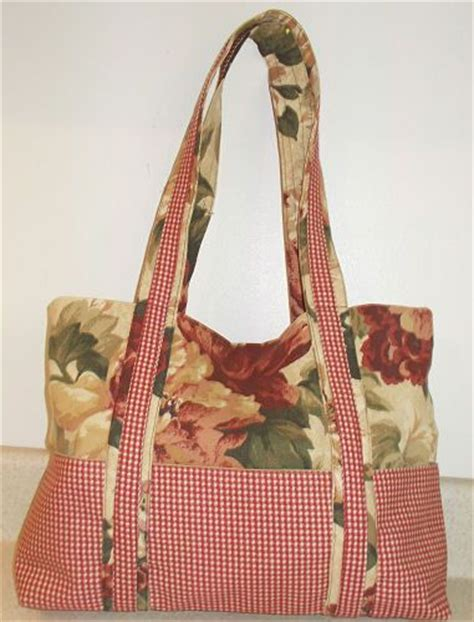 free tote bag pattern with inside pockets materials and cutting directions for a two tone handbag