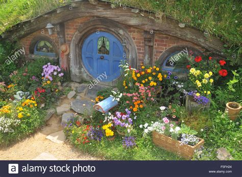 hobbit house new zealand hobbit house hobbiton set island new