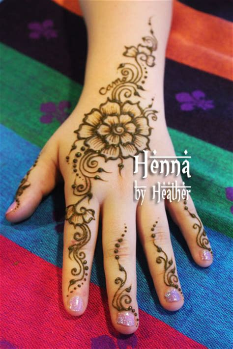 simple henna flower with swirls henna by heather