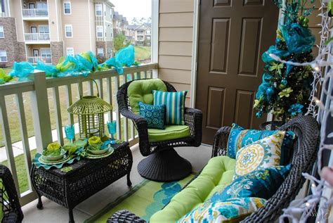 balcony christmasdecorations 15 amazing balcony decor ideas for