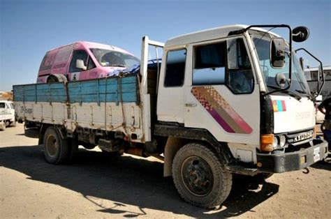 donne al volante di camion gazzamobile rosa all arrivo