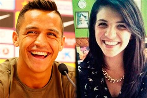 alexis sanchez esposa 12 soccer players that have their own female lookalike