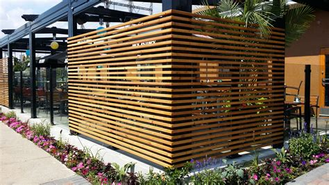 terrasse zaun restaurant patio fencing planters patio fences and