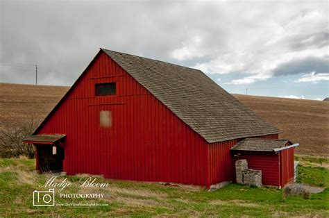 red barn red barns