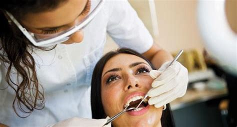 Dental Assistant Salary by How Much Do Dental Assistants Make Careers Wiki