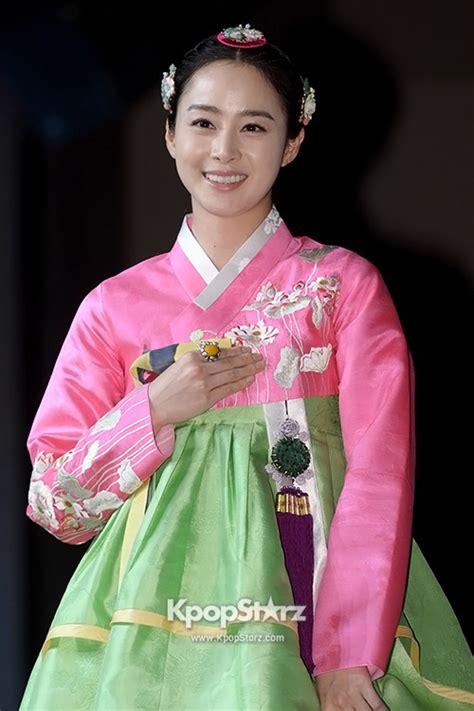 Baju Hanbok Jang Ok Jung tae hee beautiful in tradiitonal hanbok at jang ok jeong live for press conference