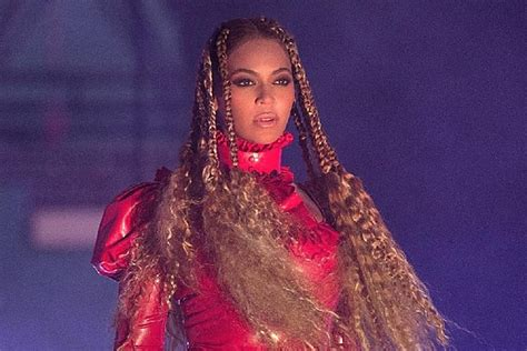 It Pays To Be Related To Beyonce by Beyonce Pays Tribute To Slain Dallas Officers On