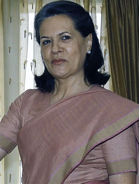 biography sonia gandhi in hindi sonia gandhi profile biography information and favourites