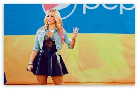 Demi Lovato For Blackberry Q10 november 2012 graphics world