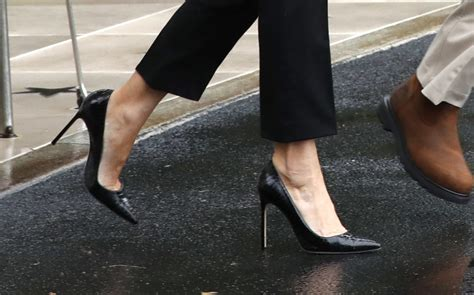 melania shoes why melania trump s shoes caused such a debate