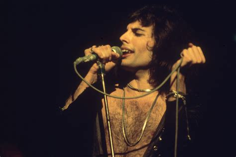 freddie mercury full biography brian may reveals how queen frontman freddie mercury s hiv
