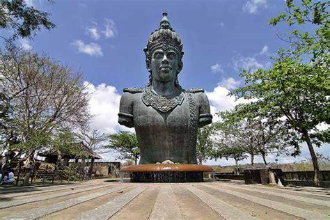 Garuda Wisnu Kencana, Hindu Visnhu Statue on Bukit Peninsula